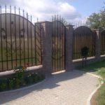 Забор из поликарбоната — его особенности
